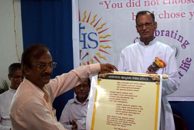 dr hareesh joshy felicitating fr leo
